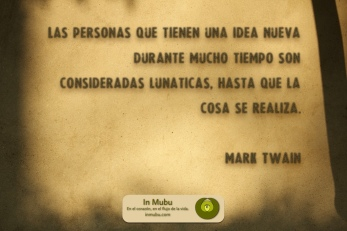 Las personas que tienen una idea nueva durante mucho tiempo son consideradas lunáticas, hasta que la cosa se realiza. Mark Twain.